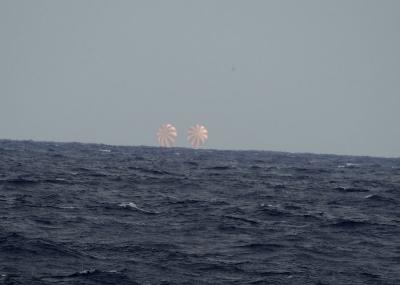 SpaceX Dragon nolaišanās