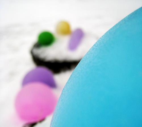Krāsaini ledus baloni